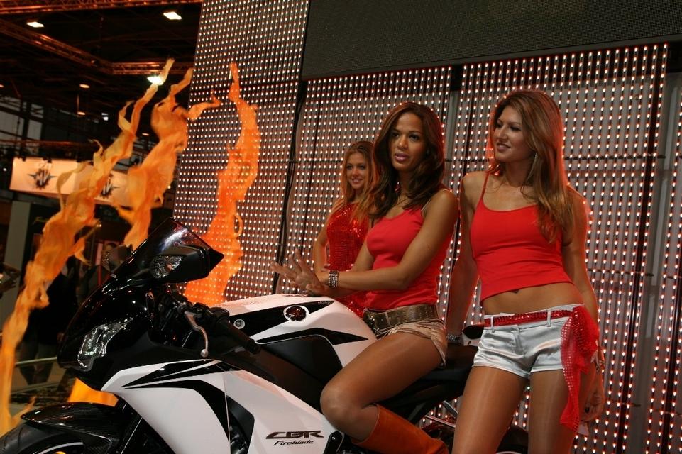 Les Miss du Mondial de la moto 2007 : 80 photos pour s'en mettre plein les yeux.