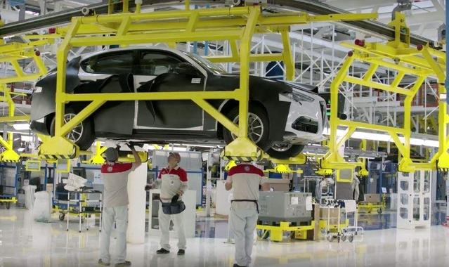 Surprise : le SUV Stelvio fait une apparition dans une vidéo Alfa Romeo