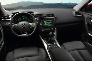 Ambiance moins moderne dans le Kadjar, qui n'a pas eu le droit au grand écran vertical des autres Renault.