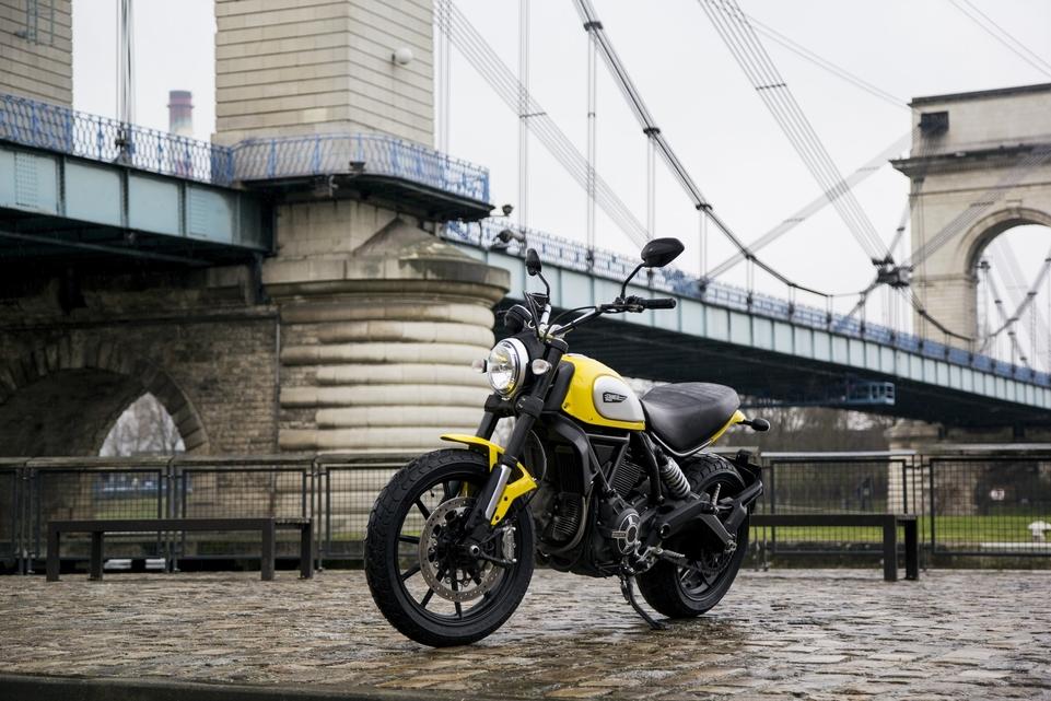 Essai vidéo - Ducati Scrambler 2015 : mode hispter ou vraie moto ?