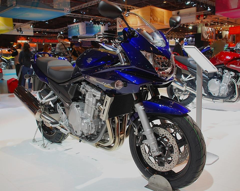 Salon de la Moto 2007 en direct : Suzuki GSR, SV, Bandit et V-Strom