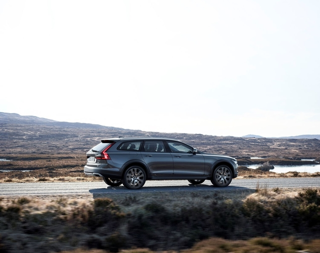 Volvo dévoile le V90 Cross Country