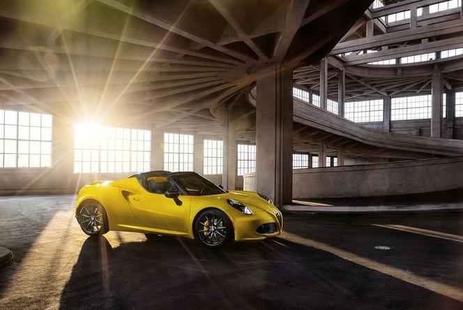 Detroit 2015 : Alfa Romeo présente officiellement le 4C Spider