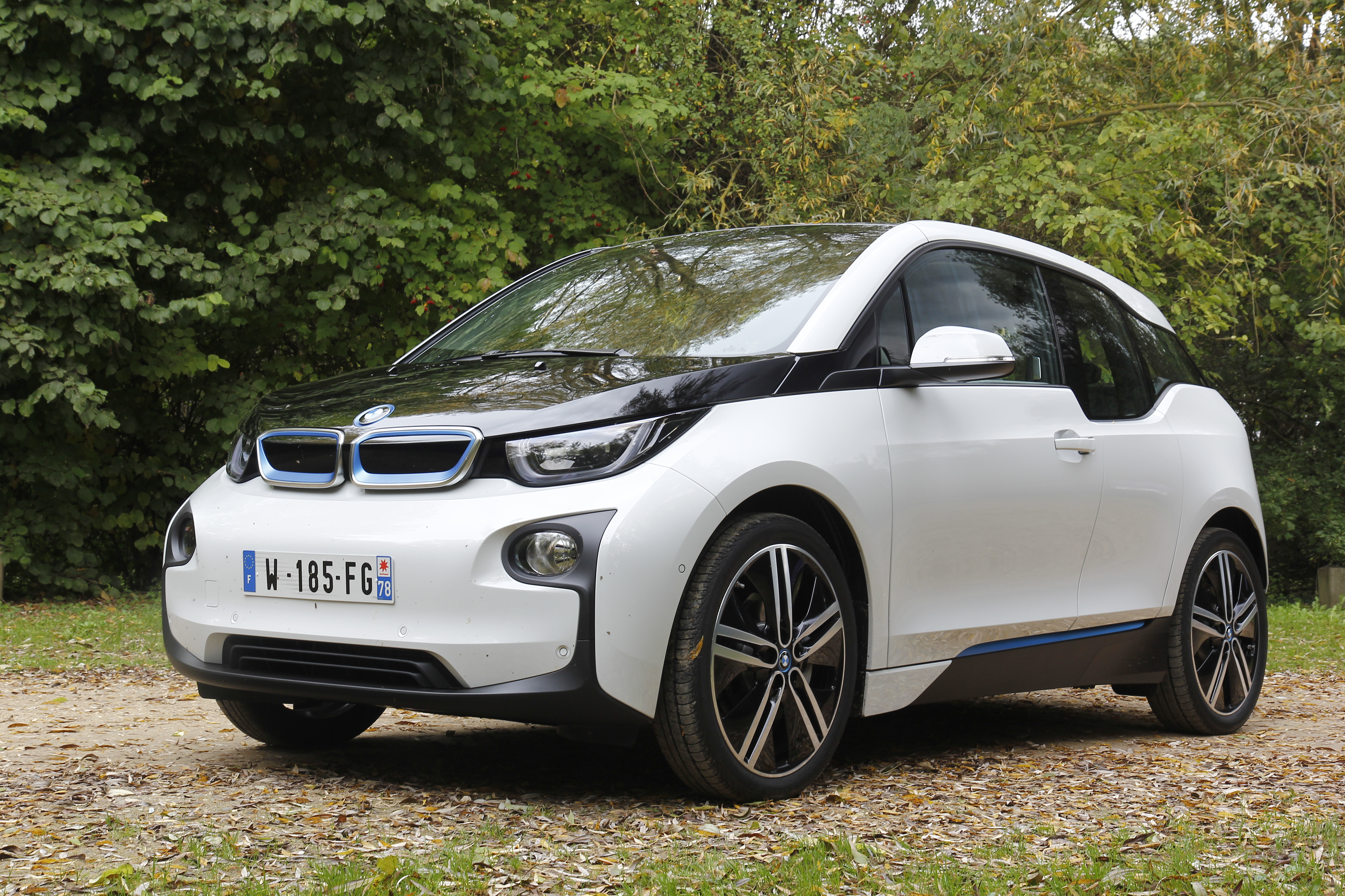 essai vid o bmw i3 enfin une lectrique cr dible. Black Bedroom Furniture Sets. Home Design Ideas