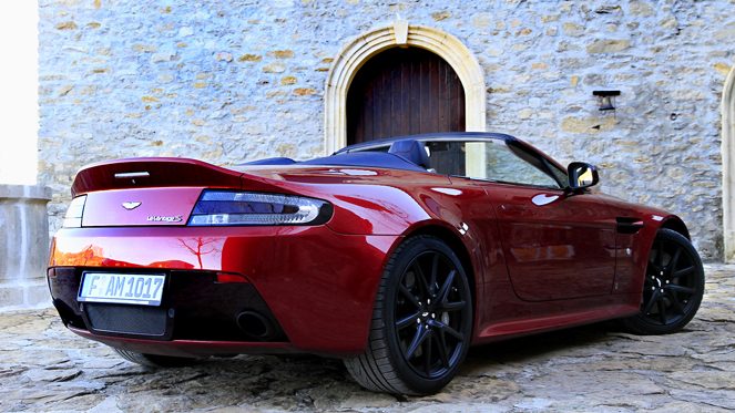 essai vid o aston martin v12 vantage s roadster submersive. Black Bedroom Furniture Sets. Home Design Ideas