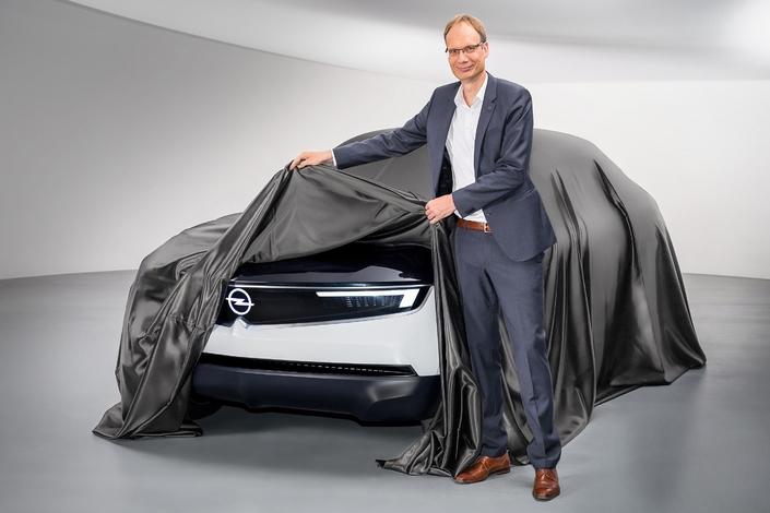 Opel montre un bout du concept GT X Experimental