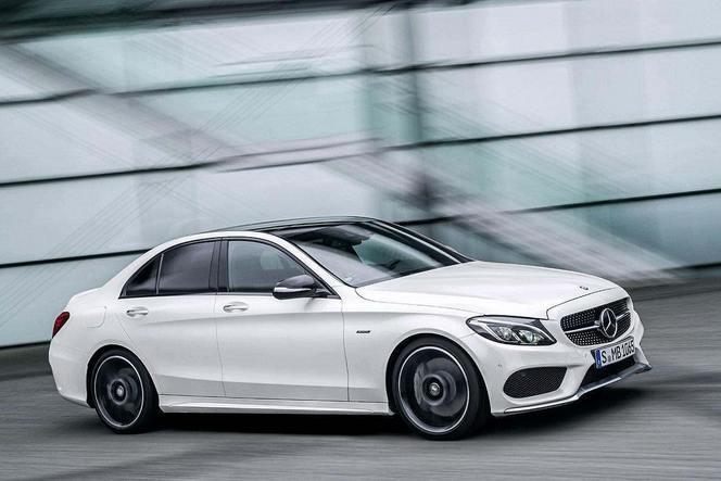Detroit 2015 : la marque à l'étoile présente la Mercedes C450 AMG Sport