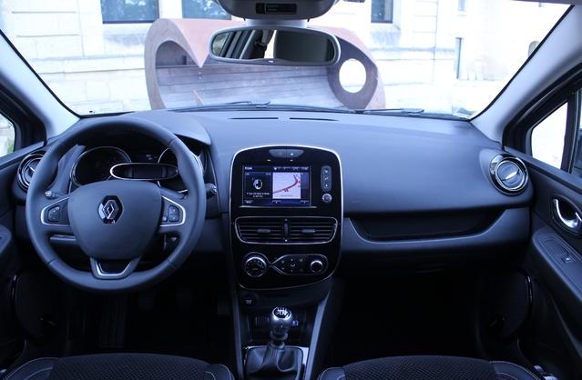 Planche de bord de l'actuelle Renault Clio.
