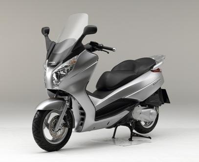Marché scooters septembre : le S-Wing défie Yamaha !
