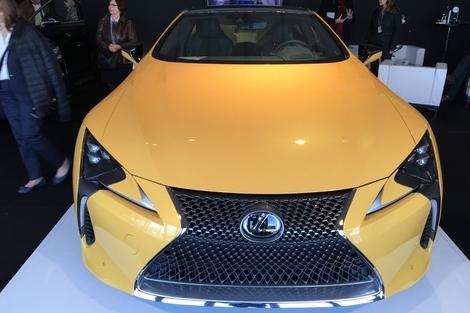 La calandre pincée de Lexus est aussi typique qu'impressionnante. Elle sied à la LC parfaitement.