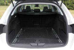 Le coffre de la Peugeot 308 SW propose de 610 à 1 660 litres