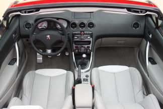 Matériaux de qualité et design soigné pour l'intérieur de la 308 CC