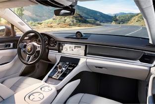 Porsche a réduit le nombre de boutons. Un bon point pour l'ergonomie, surtout à une époque où les fonctions se multiplient.