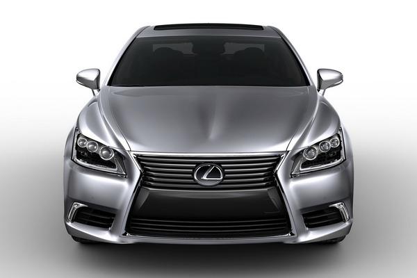 S7-Nouvelle-Lexus-LS-plus-aiguisee-plus-BMW-268341