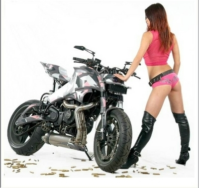 Moto & Sexy : Buell au rose camouflage