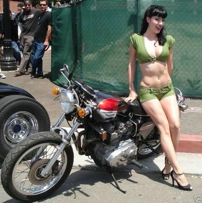 Moto & Sexy : la Triumph donne le sourire et attire les regards