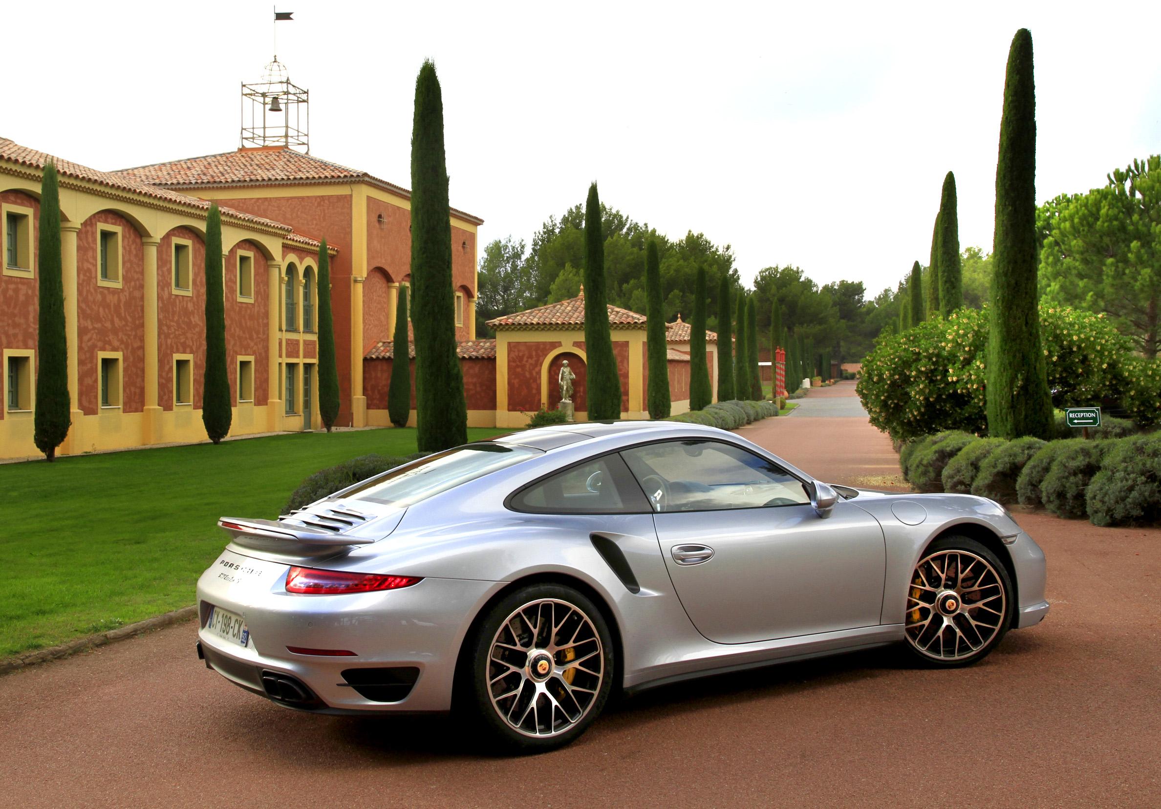 http://images.caradisiac.com/images/0/1/5/6/90156/S0-Essai-video-Porsche-911-Turbo-S-la-bete-domestiquee-306363.jpg