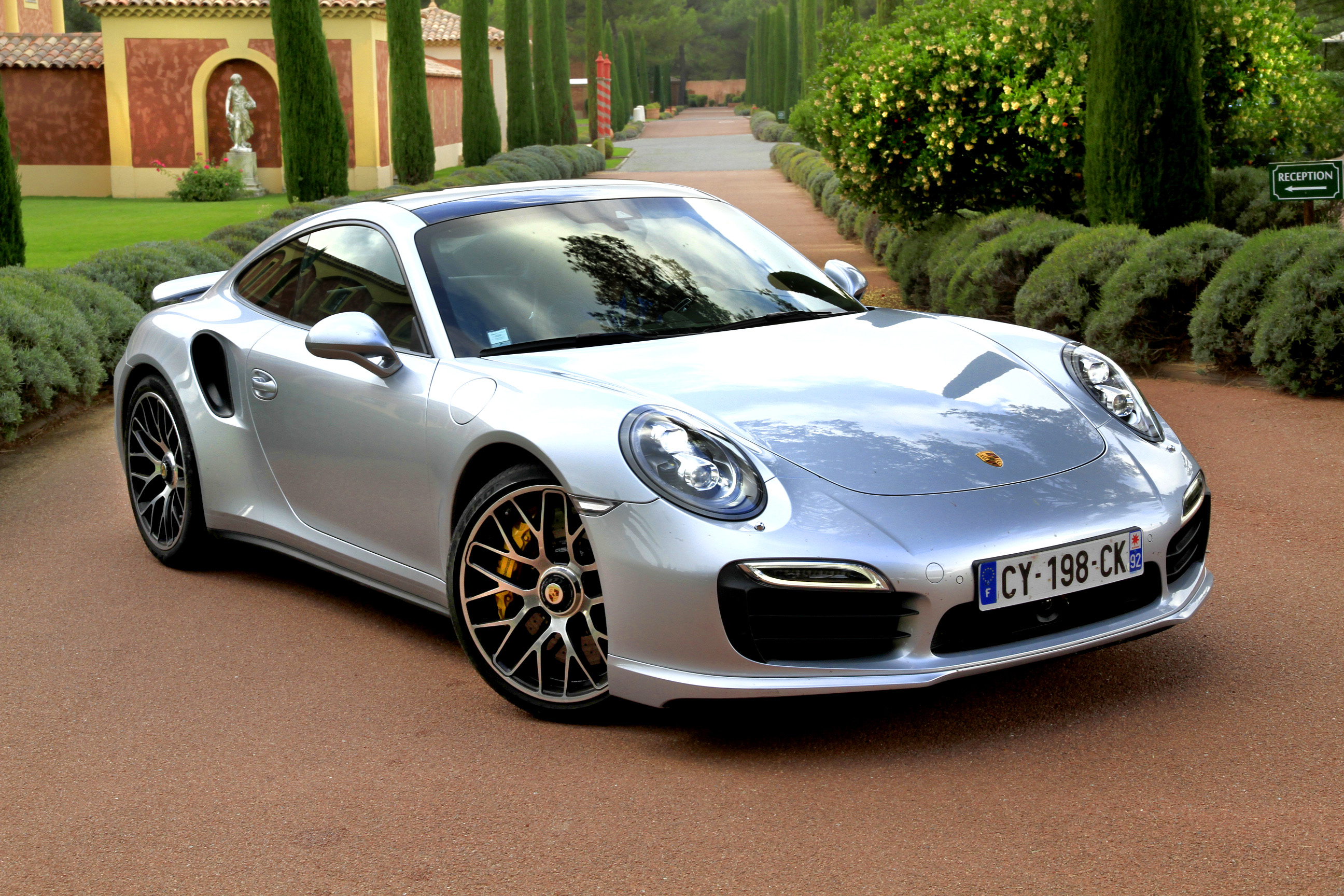 http://images.caradisiac.com/images/0/1/5/6/90156/S0-Essai-video-Porsche-911-Turbo-S-la-bete-domestiquee-306365.jpg