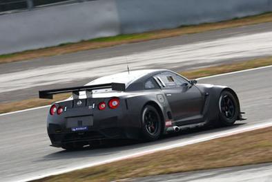 FIA GT: La nouvelle Nissan GT-R GT1 débute cette saison
