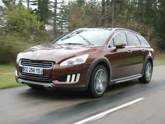 Peugeot double le bonus écologique de 4 000 € sur toute sa gamme HYbrid4 : une aubaine
