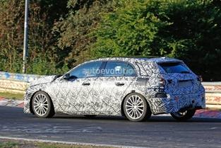 Surprise : la future Mercedes Classe A affronte l'enfer vert