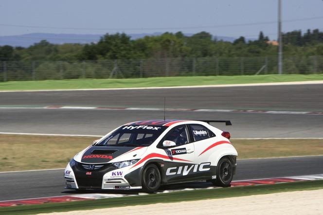 La Honda Civic WTCC entre en piste