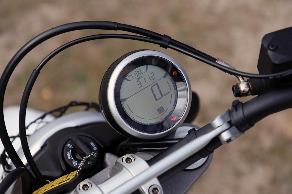 Essai vidéo - Ducati Scrambler Desert Sled 2017 : la gamme au dessus [+vidéo]