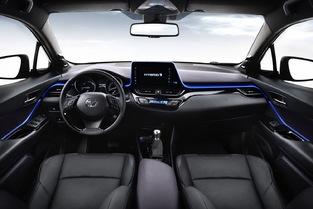 Le C-HR rejoint la liste (de plus en plus longue) des autos dotées d'un écran à l'intégration douteuse.