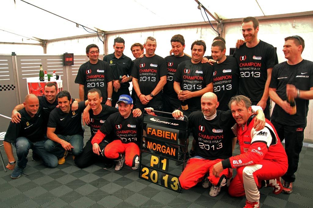 http://images.caradisiac.com/images/0/2/1/2/90212/S0-Fabien-Barthez-sacre-champion-de-France-GT-306346.jpg