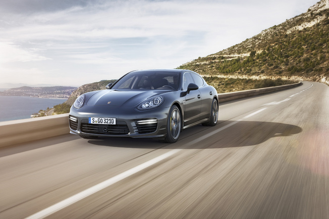 Tokyo 2013 - Porsche Panamera Turbo S et Turbo S Executive : 570 ch