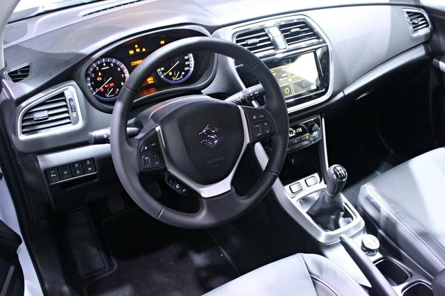 Suzuki S-Cross restylée : l'injustement boudé - en direct du Mondial de Paris 2016