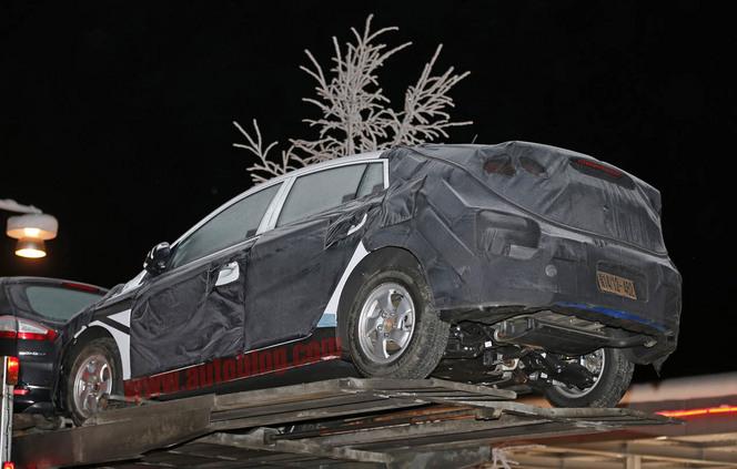 Surprise : la future hybride de Hyundai montre ses dessous