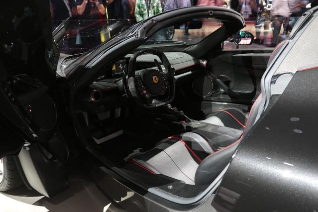 Ferrari LaFerrari Aperta: hors norme - Vidéo en direct du Mondial de Paris 2016