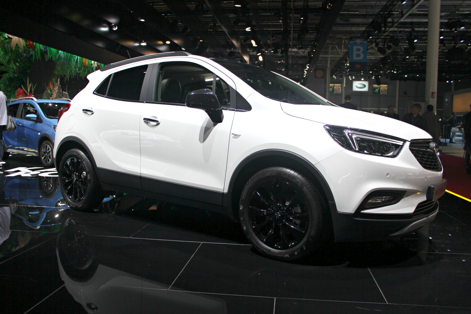 opel mokka x un beau coup de jeune vid o en direct du mondial de paris 2016. Black Bedroom Furniture Sets. Home Design Ideas