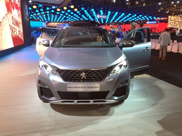 Peugeot 5008: la métamorphose - Vidéo en direct du Mondial de Paris 2016