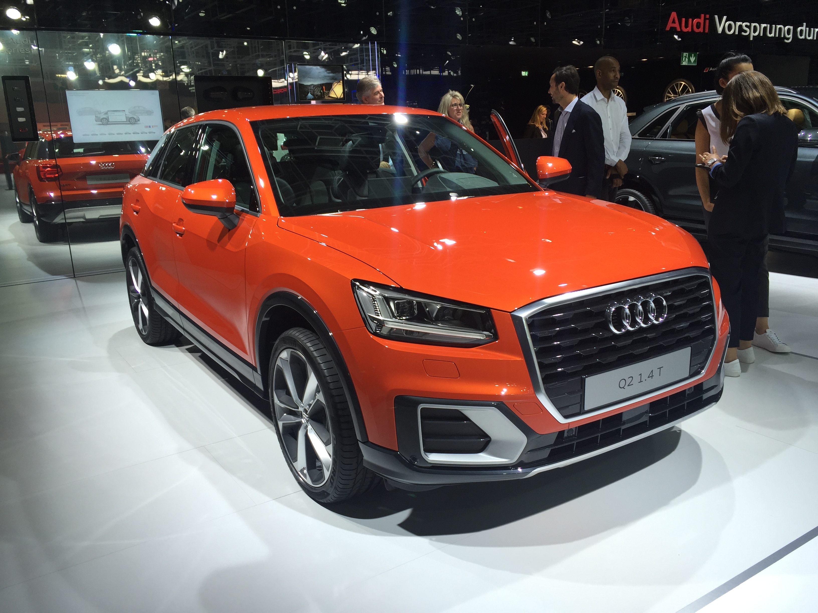 audi q2 techno parade vid o en direct du mondial de paris 2016. Black Bedroom Furniture Sets. Home Design Ideas