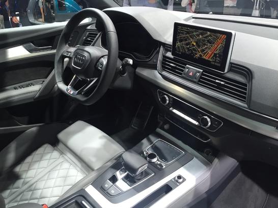 Audi Q5: taille patron - Vidéo en direct du Mondial de Paris 2016