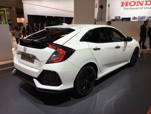 Première vidéo de la Honda Civic 10 : découvrez les premières images live en direct du Mondial de l'auto 2016