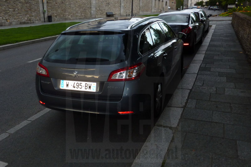 peugeot 508 sw compl tement nu dans la rue. Black Bedroom Furniture Sets. Home Design Ideas