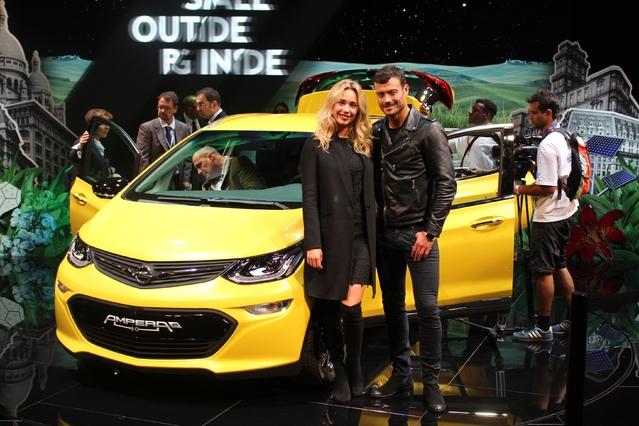 Opel Ampera-e : branchée - Vidéo en direct du Mondial de l'auto 2016