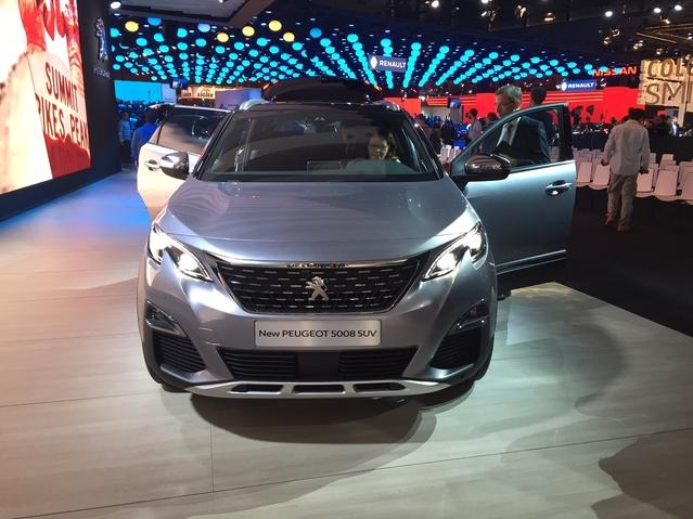 Première vidéo de la Peugeot 5008 : découvrez les premières images live en direct du Mondial de l'auto 2016