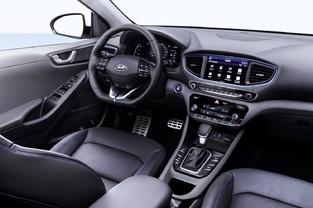 Pas d'excentricité à bord de la Hyundai. L'Ioniq veut plaire au plus grand nombre.