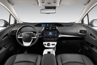 Plus originale, la présentation de la Prius est également plus aérée.
