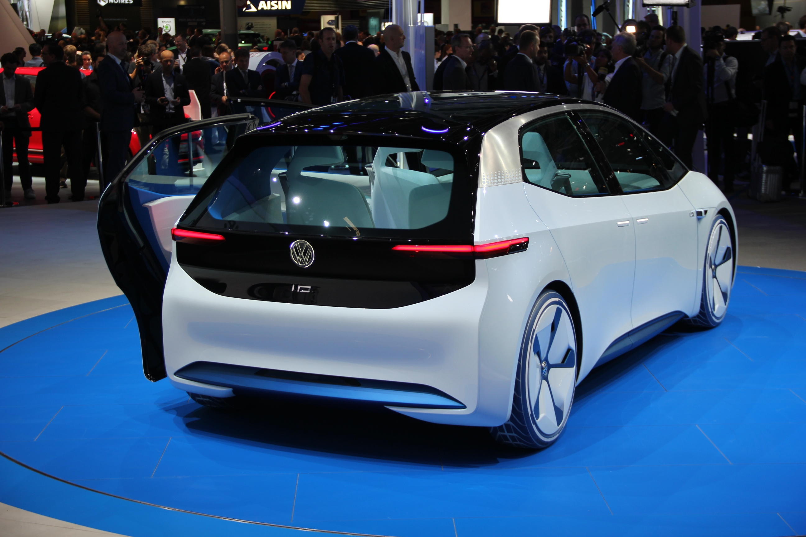 volkswagen i d concept lectrique et autonome en direct du mondial de l 39 auto 2016. Black Bedroom Furniture Sets. Home Design Ideas