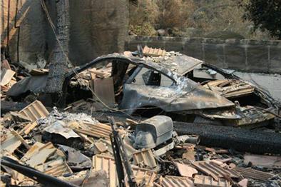 Incendies en Californie : un joli garage parti en fumée