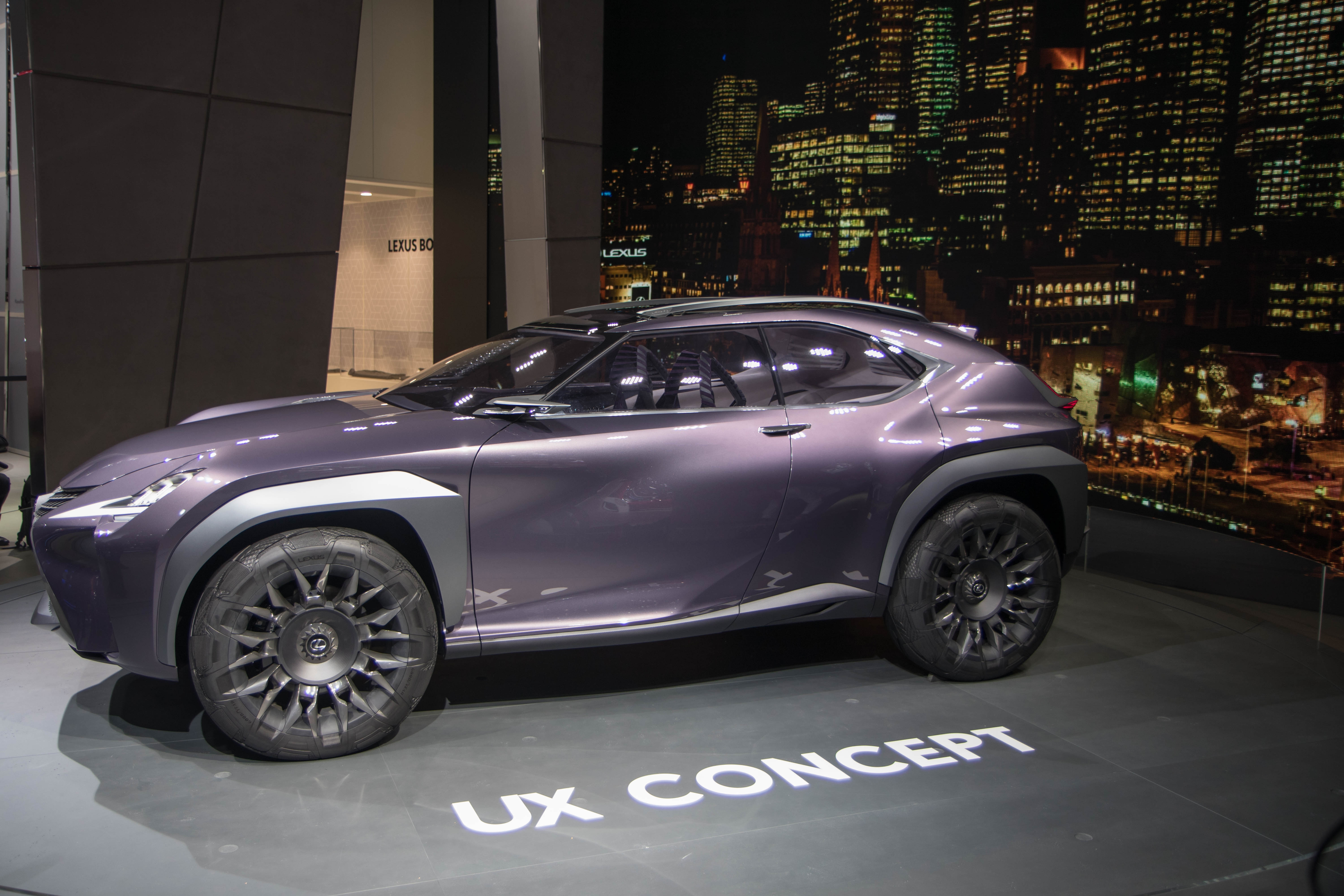 lexus ux concept surprenant en direct du mondial de paris 2016. Black Bedroom Furniture Sets. Home Design Ideas