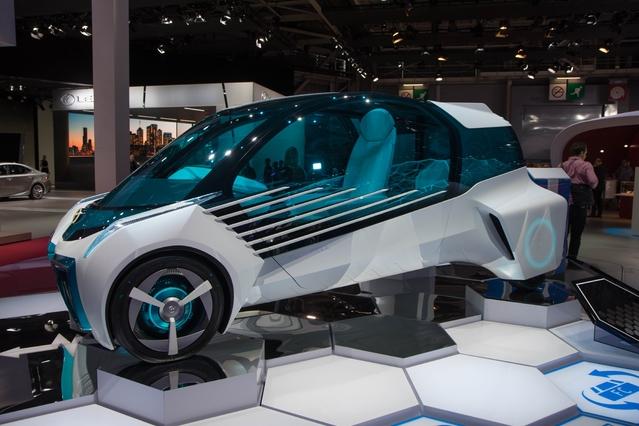 Toyota FCV Plus : l'avenir sous hydrogène - En direct du Mondial de Paris 2016