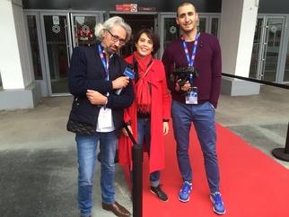 L'équipe de Caradisiac, Michel Holtz, Stéphanie Fontaine et Bruno de Faria quelques minutes avant l'arrivée de Manuel Valls au salon de l'auto.