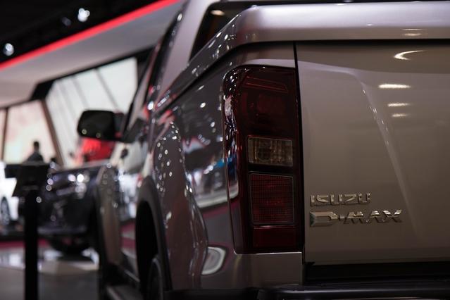Isuzu D-Max : nouveau moteur - Vidéo en direct du Mondial de Paris 2016