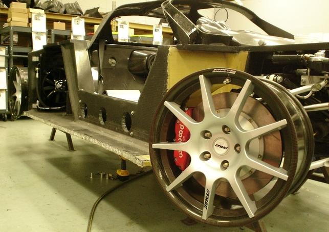 Mosler MT900S, première voiture à être équipée de jantes en carbone